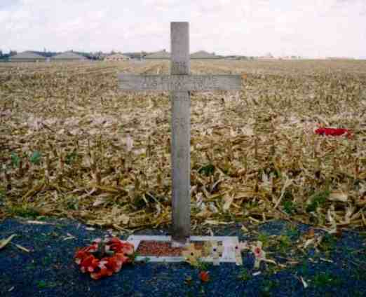 A cross, left in Comines-Warneton (Saint-Yvon, Warneton) in Belgium in 1999, to celebrate the site of the Christmas Truce during the First World War in 1914. The text reads: 1914 - The Khaki Chum's Christmas Truce - 1999 - 85 Years - Lest We Forget.